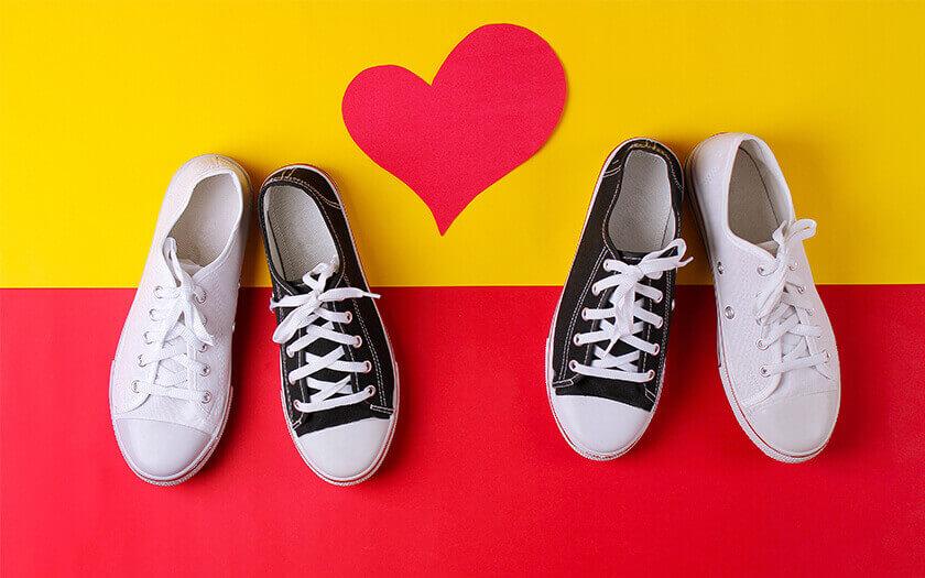 แนะนำ รองเท้าผ้าใบ ที่คุณผู้หญิงควรมีไว้ในการครอบครอง!