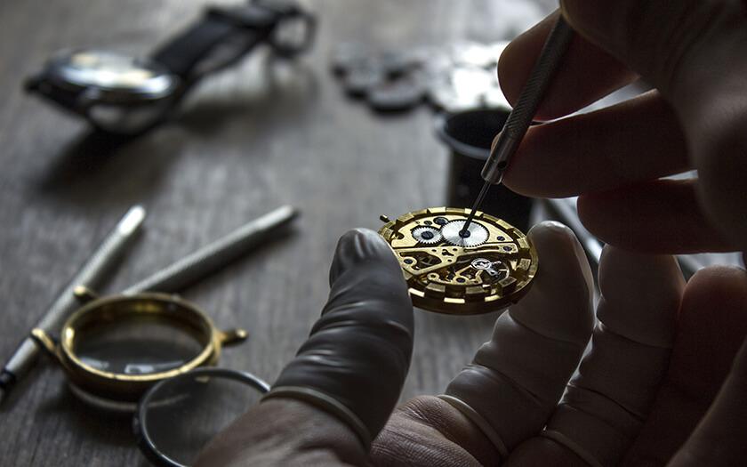 วิธีดูแลรักษาและทำความสะอาดนาฬิกาด้วยตัวเอง