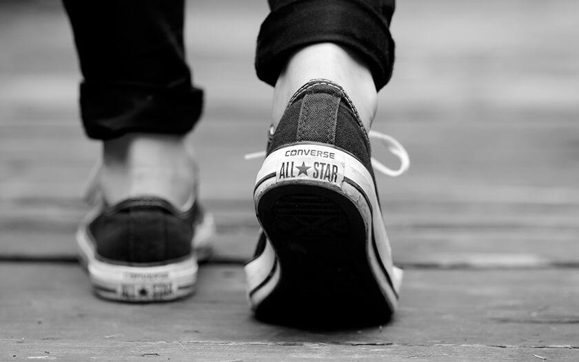 พาย้อนอดีตไปรู้จักเรื่องราวกว่าจะมาเป็น Converse แบรนด์รองเท้าชื่อดังระดับโลก